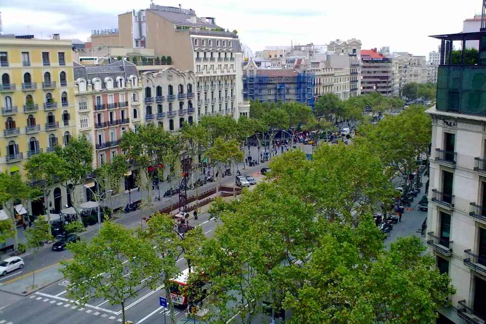 Passeig_de_Gràcia_des-de_la_terrassa_de_lHotel_Condes_de_Barcelona.jpg